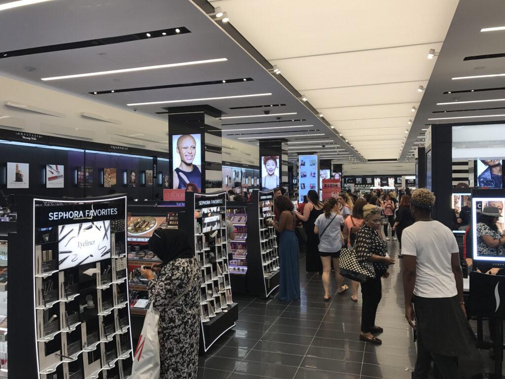 store-inside1